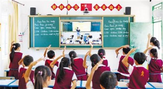 """海南代表委员为""""发展公平而有质量的教育""""建言献策"""