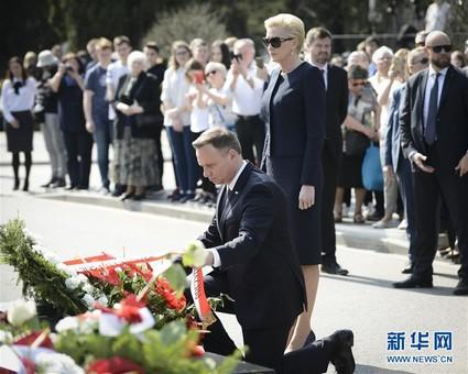 波兰纪念斯摩棱斯克空难8周年