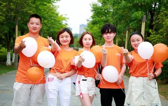 贵阳:小橙大爱·公益徒步开启