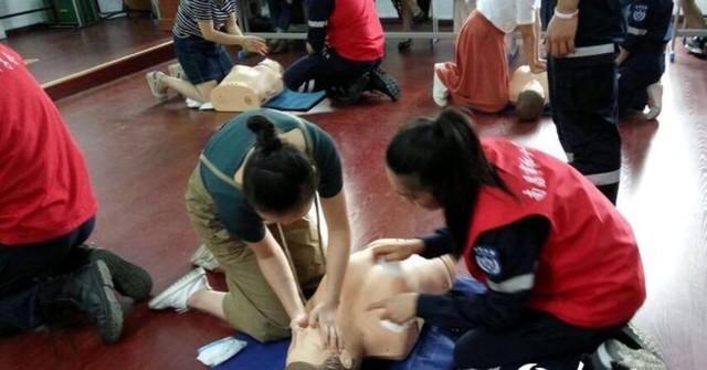南昌:老师先学学生再学 救护培训为生命护航