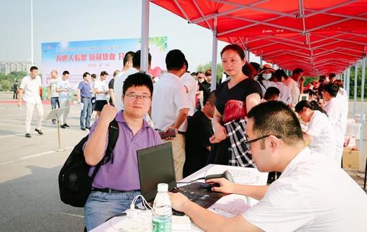 世界献血者日:江苏市民走上街头无偿献血