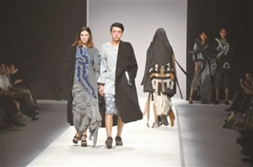 苏州一高校举办时尚毕业秀 展示时装六十余套