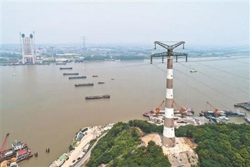 长江镇江段主航道全封航 五峰山输电线路升高