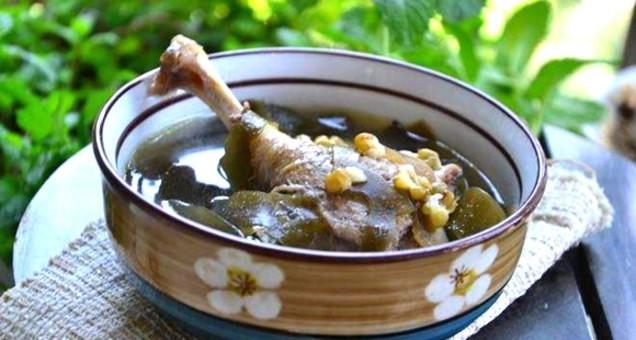 荷叶百合绿豆煲水鸭汤 清暑解热又养心安神