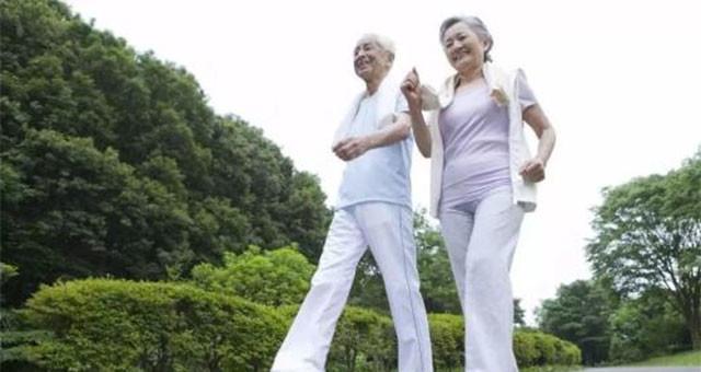 每天快走10分钟 可降低老年人心脏病患病风险