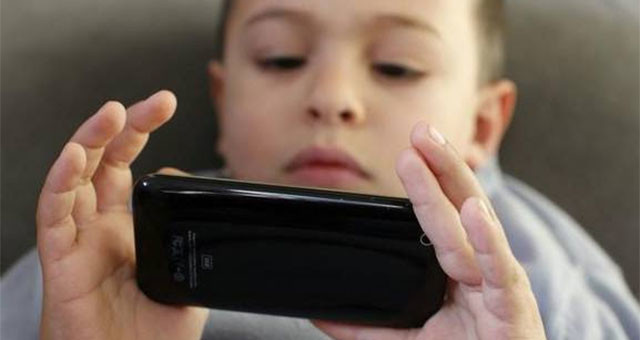 孩子常看屏幕易发胖