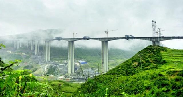 六威高速李子沟特大桥双幅贯通