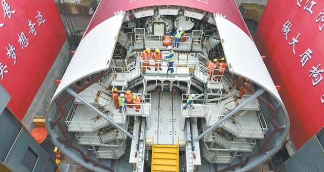 南京长江五桥夹江隧道盾构机主机组装完成