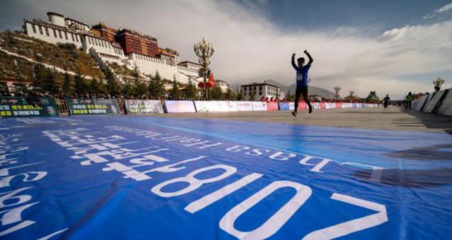 中国海拔最高城市半程马拉松拉萨鸣枪开跑