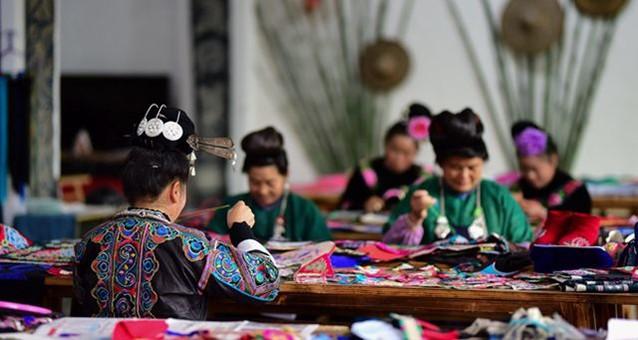 贵州农村妇女:指尖上的技艺促增收