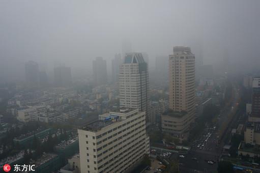 浓雾弥漫南京 能见度不足百米