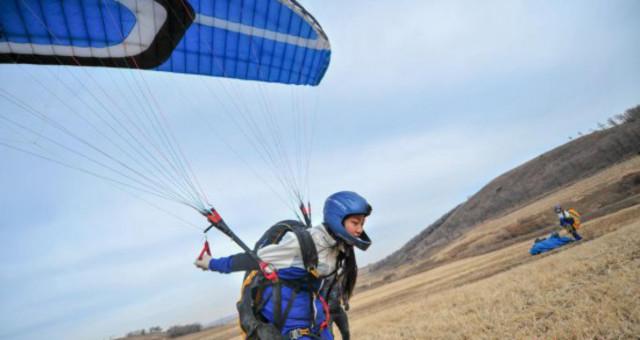 探秘东北唯一女大学生滑翔伞队