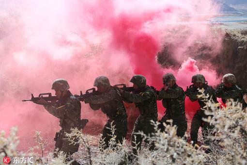 武警西藏总队大练兵 训练场上硝烟弥漫
