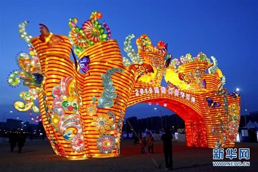河北张家口:灯会璀璨迎新春