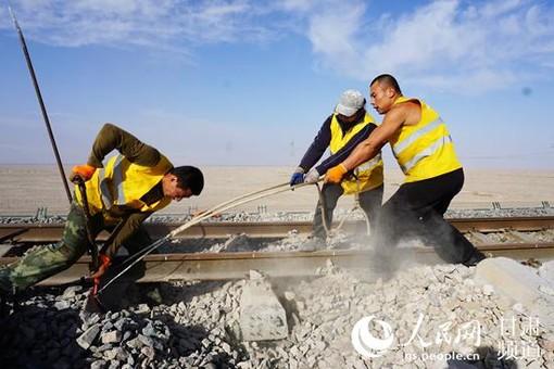 敦煌铁路提速改造施工稳步推进