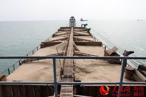 海南海警查获非法采砂案 缴获海砂约3900立方米