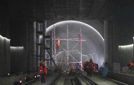 京张高铁清华园隧道具备铺轨条件
