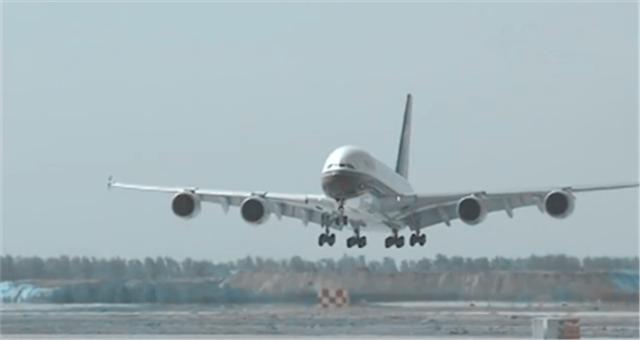 北京大兴国际机场首架试飞客平稳降落
