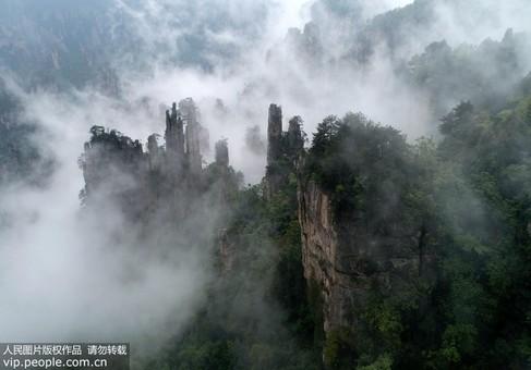 湖南:雾漫峰林张家界