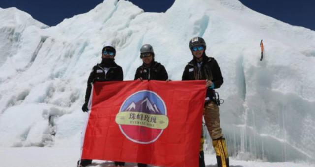 中国一支民间女子登山队成功登顶珠峰