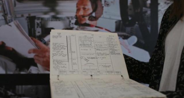 阿波罗11号登月舱航行记录册在北京展览