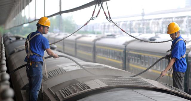列车空调检修 确保暑运旅客凉爽出行