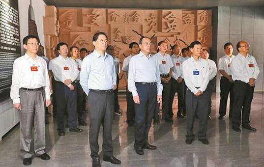 省委常委班子集中学习读书班开展警示教育