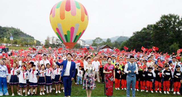 江西宜黄:千人齐唱《我和我的祖国》
