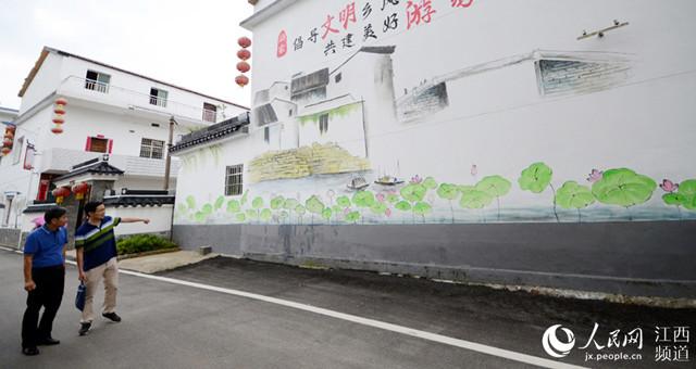 江西南昌:美丽乡村 壁画吸睛
