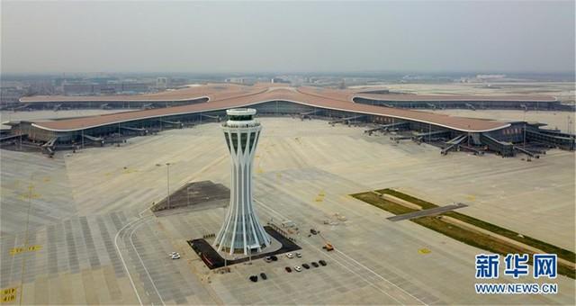 北京大兴国际机场西塔台交付使用
