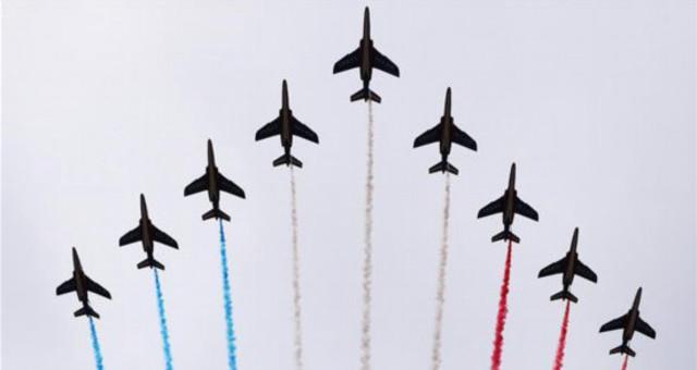 法国举行国庆阅兵式