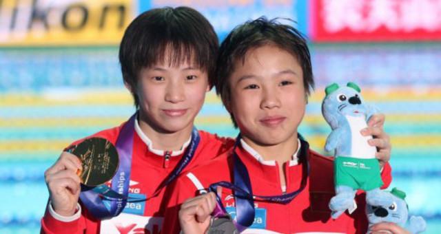 游泳世锦赛 中国选手包揽女子十米台金银牌