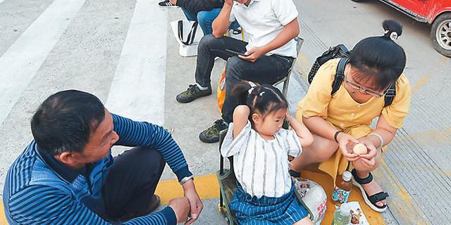 """南京幼儿园""""入园难"""" 难在哪里?"""