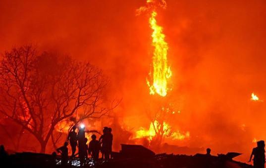孟加拉国首都一处贫民区发生火灾
