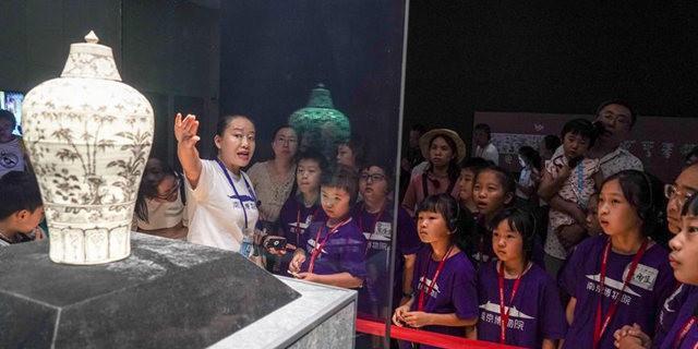 进入暑期后南京博物院迎来大量游客