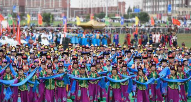 内蒙古自治区乌兰牧骑艺术节开幕