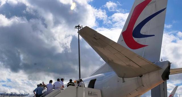 老挝车祸受伤的20名中国游客回国