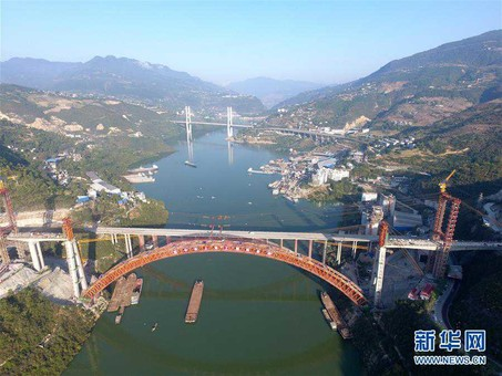 郑万高铁梅溪河双线特大桥主拱顺利合龙