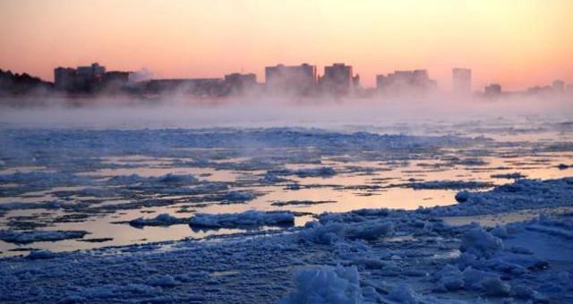 流冰期的黑龙江黑河冰河美景