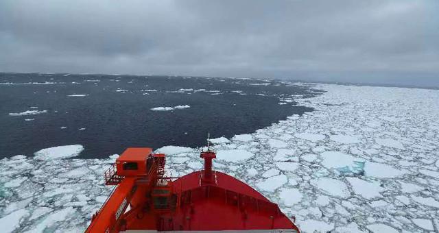 """""""雪龙2""""号首次在南大洋浮冰区航行"""