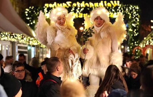 德国柏林圣诞市场热闹迎客