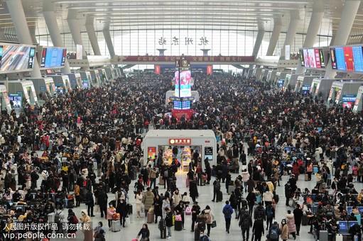 浙江杭州:杭州东站迎来客流高峰