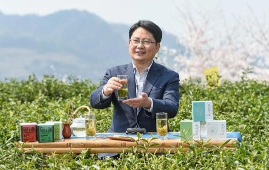 """余庆县委书记令狐绍辉为""""余庆茶·干净茶""""代言"""