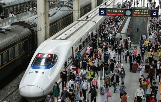 全国铁路迎来返程客流高峰