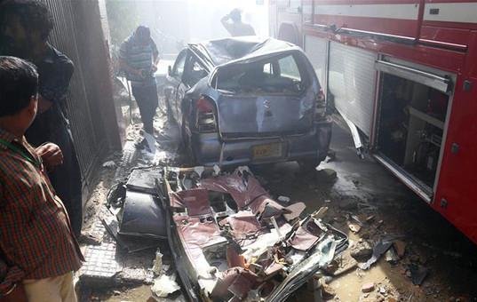 巴基斯坦一架客机在卡拉奇坠毁(组图)