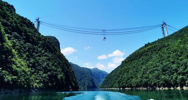 贵州河闪渡乌江特大桥建设进入关键阶段