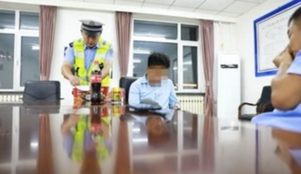 天津14岁男孩无证驾车700公里