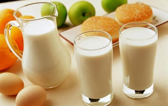 孩子喝全脂奶超重风险更低
