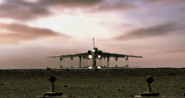 空军发布震撼画面:战神轰-6k,出击!
