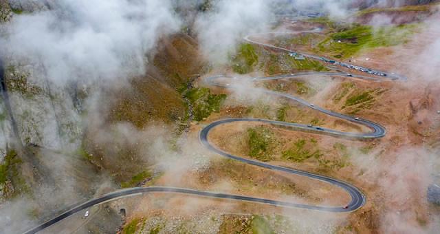 纵贯天山南北 新疆加快完善交通运输大通道